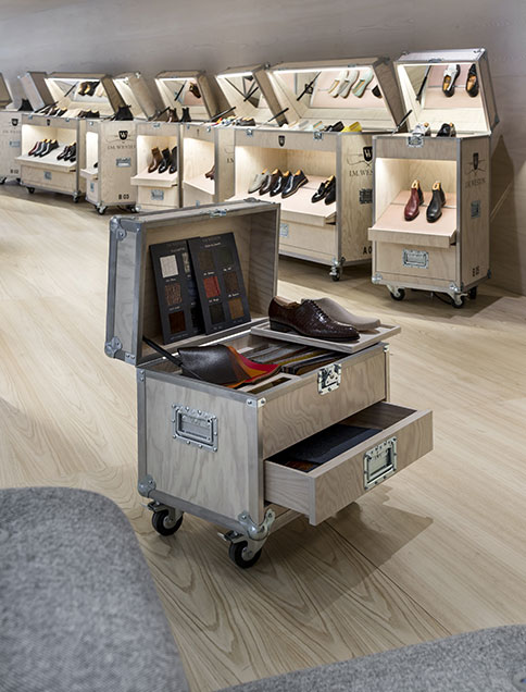 Meubles sur-mesure style flight case pour le concept store Weston